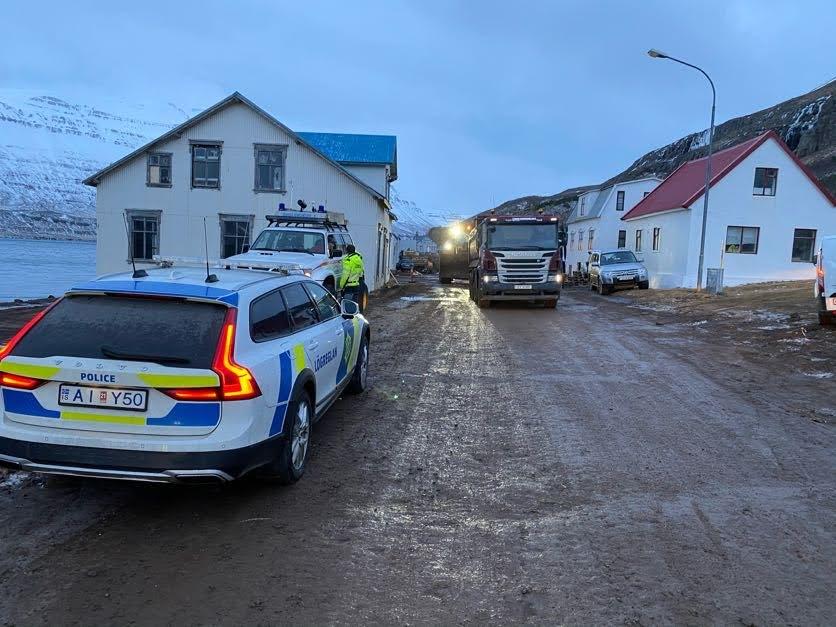 Seyðisfjörður: Rýmingu ekki aflétt í bili – Hreinsun gengur vel